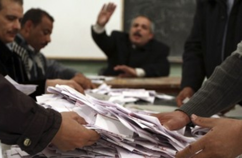 Egyptian poll workers count votes in referendum 370 (R) (photo credit: Reuters / Stringer)