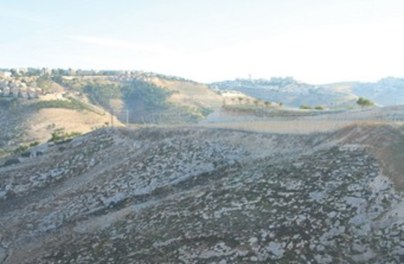 E1 area linking Jerusalem and Ma'aleh Adumim 370 (photo credit: Tovah Lazaroff)