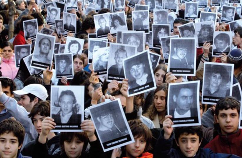 argentina 521 (photo credit: ENRIQUE MARCARIAN / REUTERS)