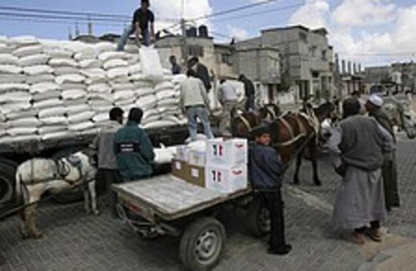 Gaza food aid 224.88  (photo credit: AP)
