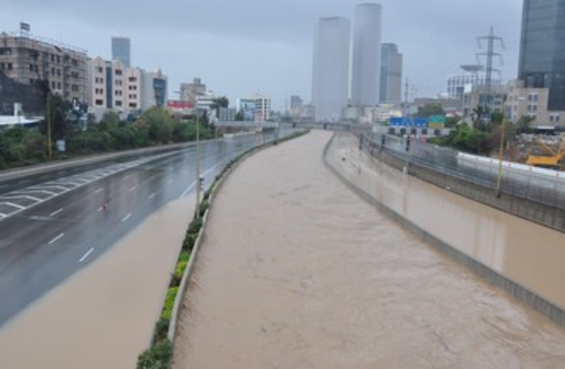 Ayalon Highway really, really flooded 390 (photo credit: Rivka Finder)