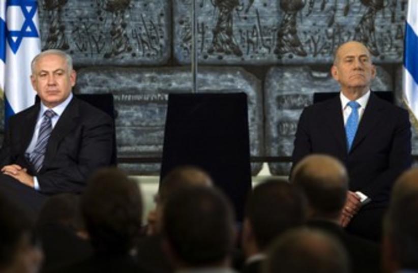 Binyamin Netanyahu and Ehud Olmert [file] 370 (photo credit: Reuters / Pool)
