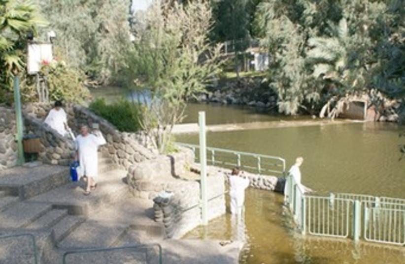 Jordan RIver baptism (photo credit: Travelujah)