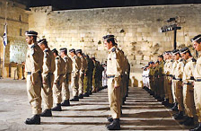 soldiers kotel 88 224 (photo credit: Ariel Jerozolimski)