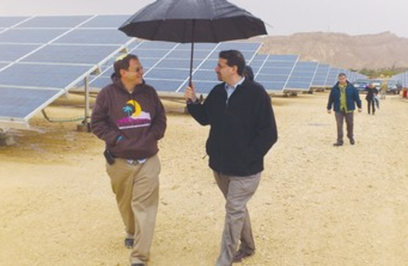 Shapiro at Arava solar field 370 (photo credit: Sharon Udasin)