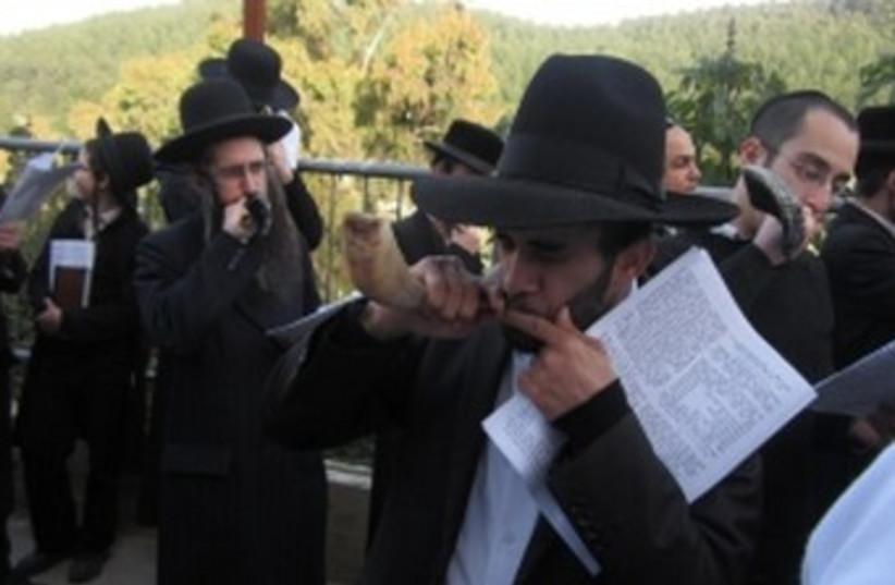 Men blowing shofars 370 (photo credit: Ben Sales/JTA)