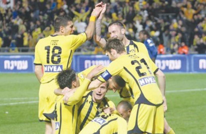 Maccabi Tel Aviv soccer victorious 370 (photo credit: Adi Avishai)