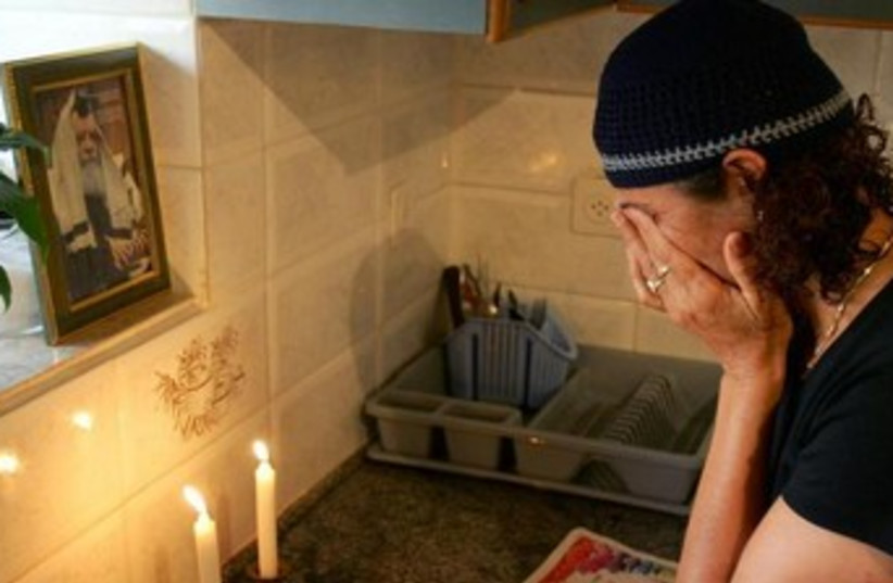 Jewish woman lights the Shabbat candles 370 (photo credit: REUTERS/Goran Tomasevic)