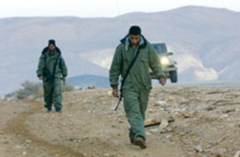 border soldiers 88 224 (photo credit: Ariel Jerozolimski)