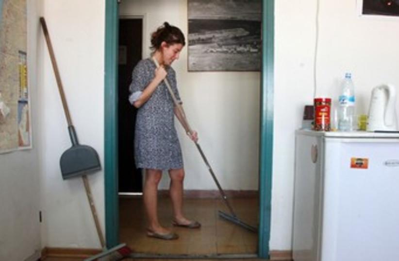 Cleaning (good illustrative) 370 (photo credit: Marc Israel Sellem/The Jerusalem Post)