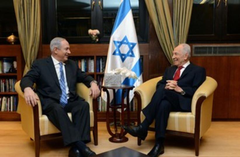Netanyahu and Peres 370 (photo credit: Koby Gideon/GPO)