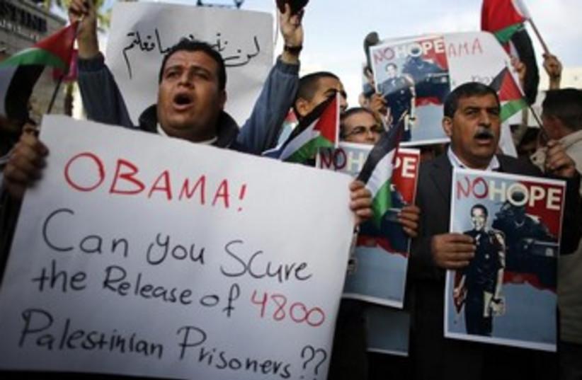 Anti-Obama Palestinian protesters 370 (photo credit: REUTERS/Ammar Awad)