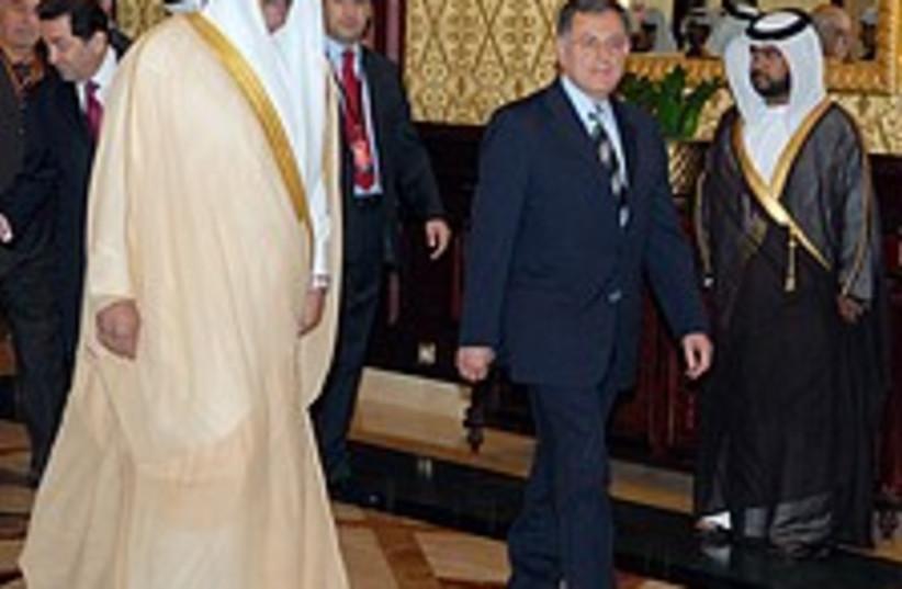 saniora qatar 224 88 ap (photo credit: AP)