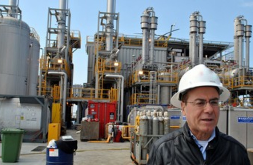 Silvan Shalom at Tamar natural gas rig 370 (photo credit: Moshe Binyamin)