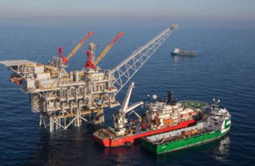 Tamar natural gas rig 370 (photo credit: Albatross)