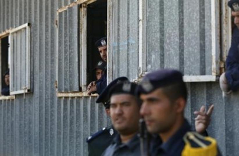 Hamas policemen 370 (photo credit: reuters)