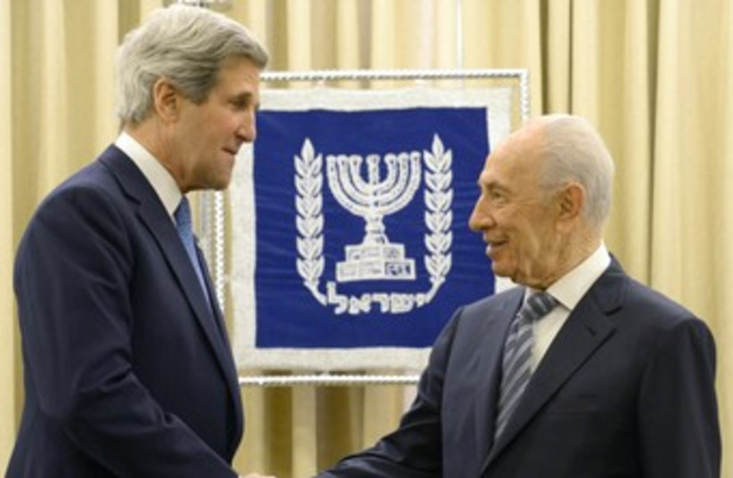 Kerry and Peres 370 (photo credit: Mark Neiman/GPO)