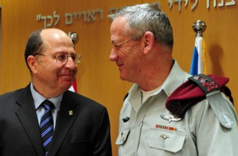 Ya'alon and Gantz smiling at each other 370 (photo credit: Ariel Hermoni/Defense Ministry)
