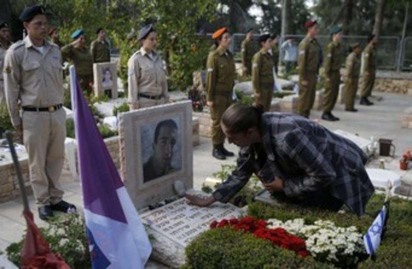 Remembrance Day for the Fallen of Israel's Wars 370 (photo credit: REUTERS)