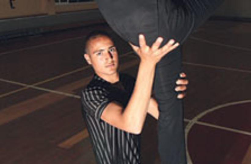 acrobat 1 88 224 (photo credit: Bill Glucroft)