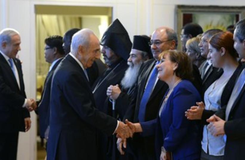 Peres, Netanyahu greet heads of  foreign diplomatic missions (photo credit: Courtesy The President's Residence)