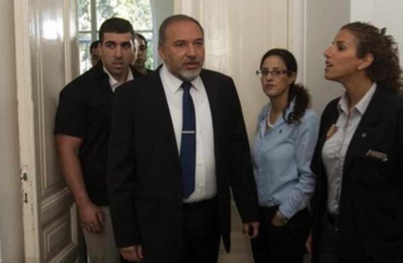 Avigdor Liberman at court, April 25, 2013 370 (photo credit: Uri Lanz/ Yisrael Hayom/ Pool)