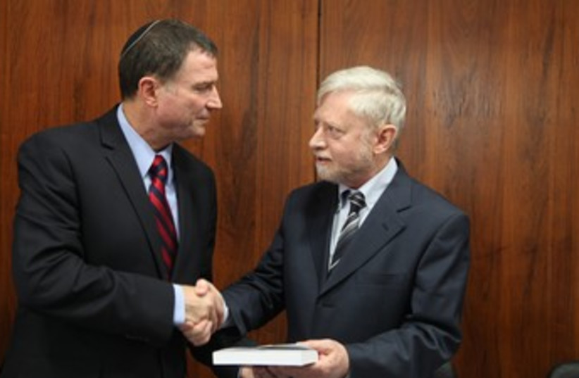 State Comptroller Shapira hands Edelstein report 370 (photo credit: Courtesy of Knesset)