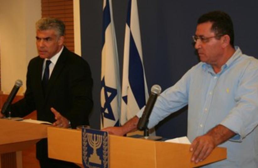 Lapid Eini press conference 370 (photo credit: Finance Ministry spokesman)