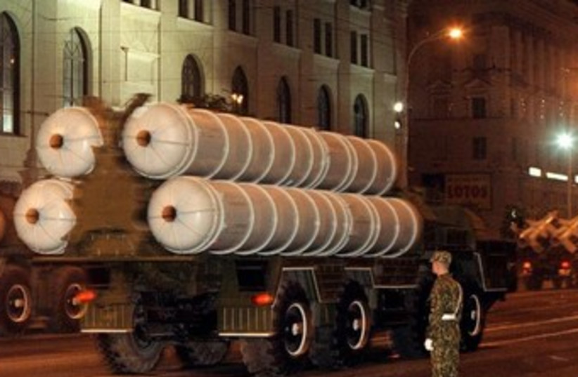 S-300 mobile missile complex  370 (photo credit: REUTERS)