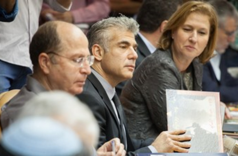 Ya'alon, Lapid, Livni at cabinet meeting 370 (photo credit: Pool/Emil Salman/Haaretz)