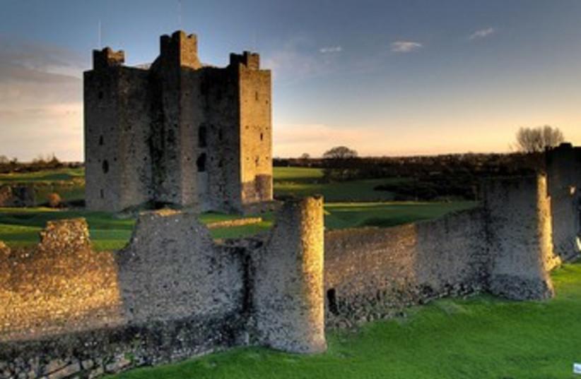 ireland castle 370 (photo credit: Wikimedia Commons)