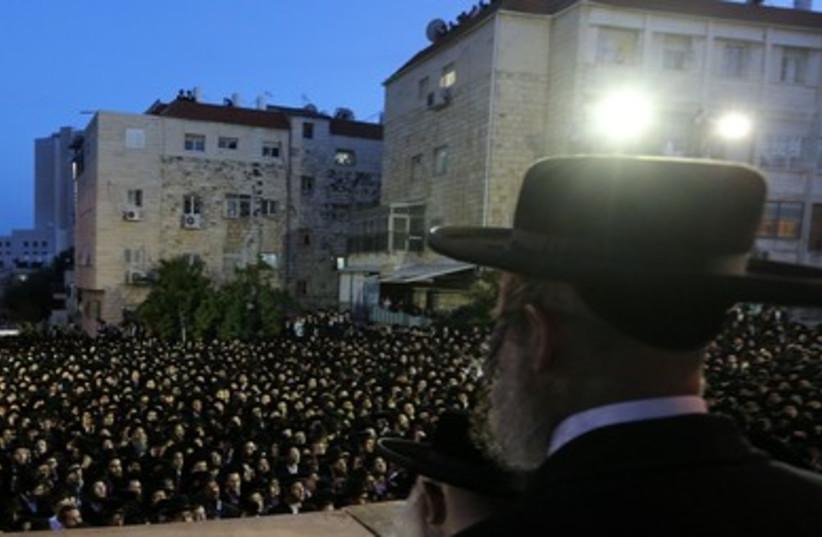 Haredi man looks over crowd 370 (photo credit: Marc Israel Sellem/The Jerusalem Post)