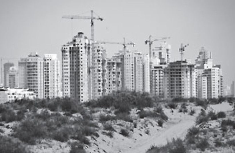 City construction (photo credit: Moshe Shai / Flash 90)