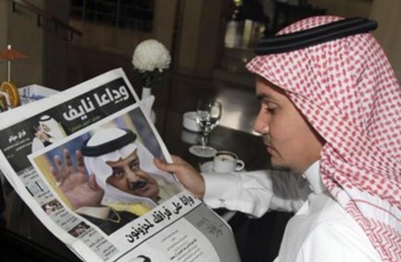 Arab man (Saudi) reading a newspaper 370 (photo credit: REUTERS/Susan Baaghil )