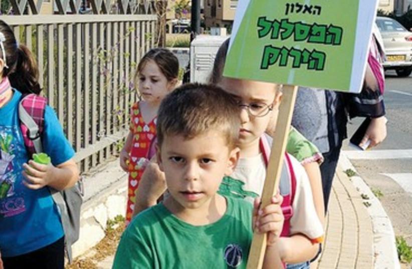 Schoolchildren in walking bus program 370 (photo credit: Orit Yoav)