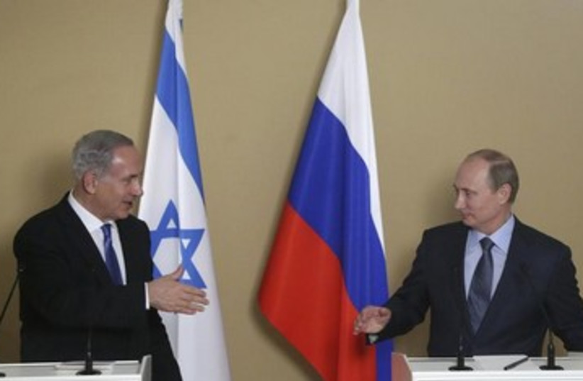 Netanyahu and Putin go to shake hands, 390 (photo credit: REUTERS)