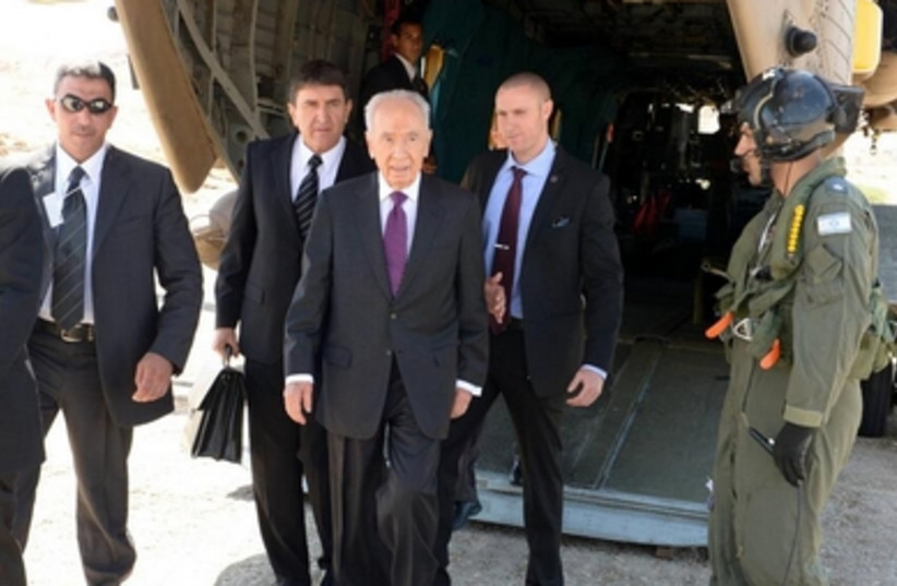 President Shimon Peres arriving at the World Economic Forum, May 26, 2013.