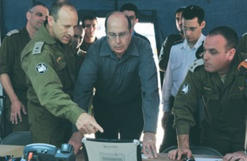 Yaalon at IDF Home Front Command's base 370 (photo credit: Ariel Hermoni/Defense Ministry)
