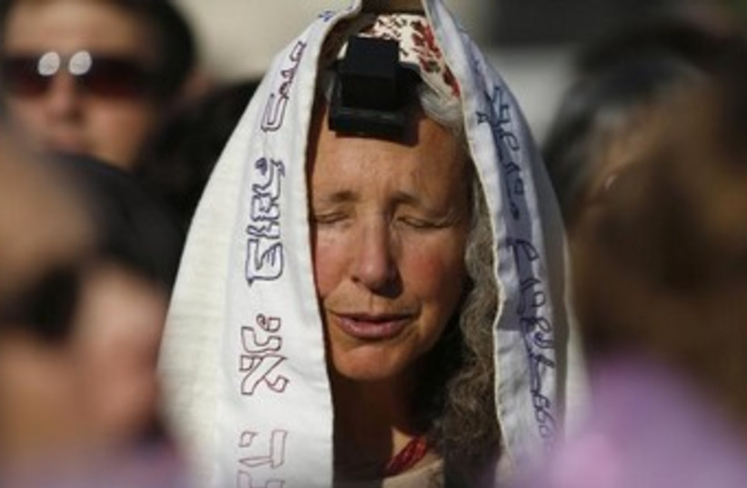 Women of the wall tefillin 370 (photo credit: REUTERS)