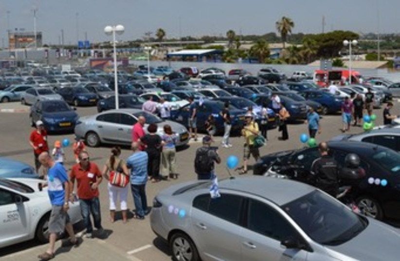Electric car rally 370 (photo credit: Sharon Udasin)