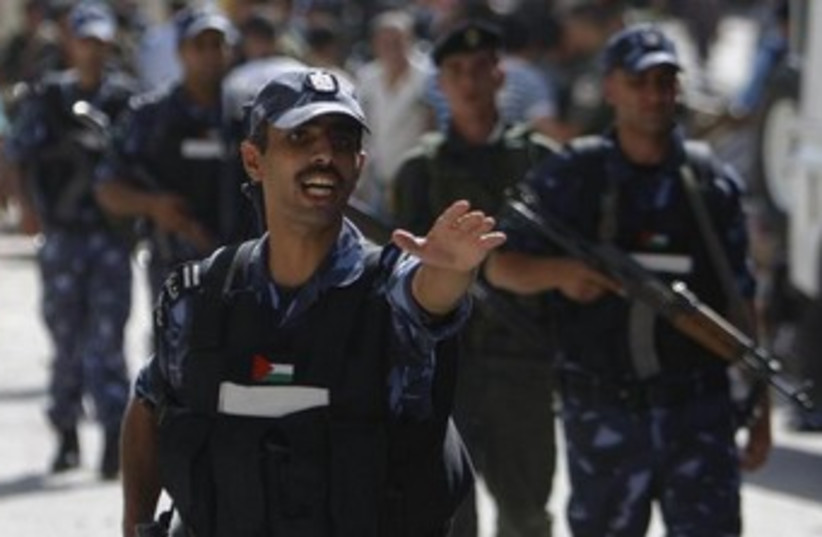 PA policeman 370 (photo credit: REUTERS)