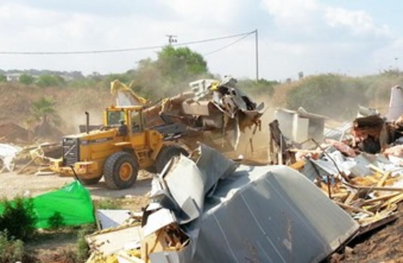 Beduin evacuation, Rmat Hasharon370 (photo credit: Courtesy, Ramat Hasharon Municipality)