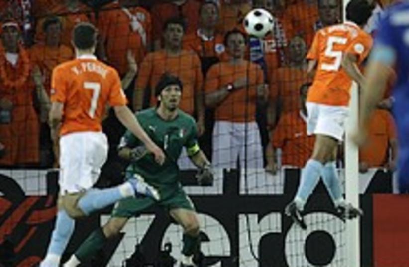 holland football 224.88 (photo credit: AP)