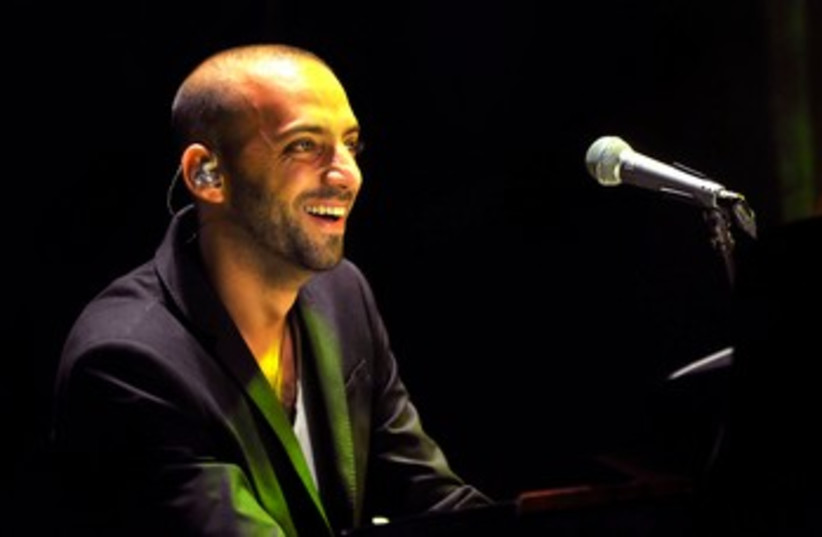 Idan Raichel performing at Ceaserea Amphitheater 370 (photo credit: Hadas Parush)