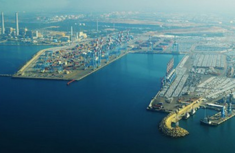 Ashdod port 370 (photo credit: Wikimedia Commons)