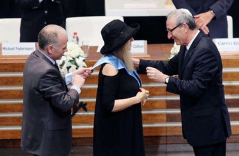 Streisand gets doctorate 370 (photo credit: Marc Israel Sellem/The Jerusalem Post)
