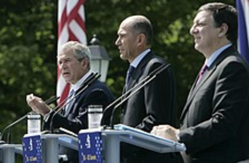 Bush EU slovenia 224 88  (photo credit: AP)
