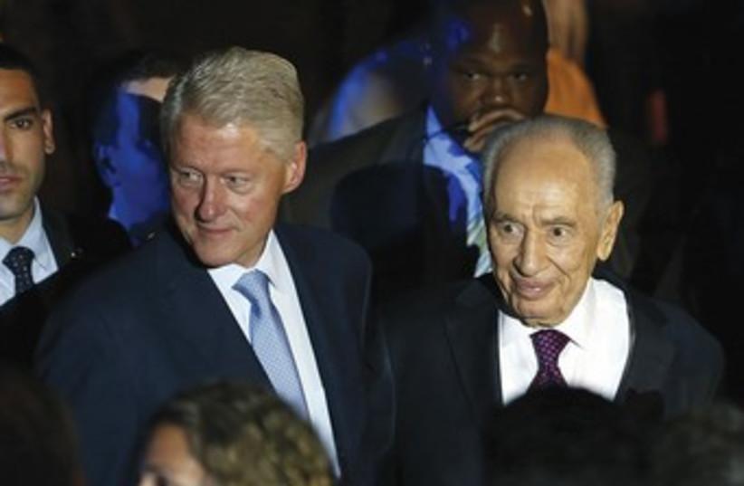 Clinton and Peres at Peres Center 370 (photo credit: Steve Linde)