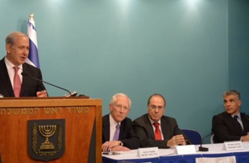 Netanyahu flanked by Fischer, Shalom and Lapid 370 (photo credit: Amos Ben-Gershom/GPO)