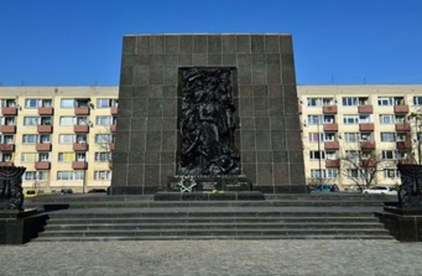 Ghetto uprising monument in Warsaw 370 (photo credit: wikimedia commons)
